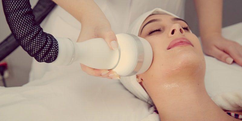 O que é e benefícios do tratamento de Criofrequência no rosto